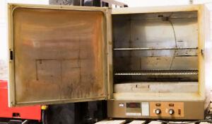 Fisher Scientific 506G Isotemp Laboratory Incubator Oven W/ Shel