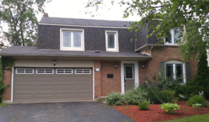 Single House in Eastlake (Oakville) for Lease
