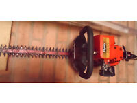 Flymo HTL170 petrol hedge trimmer & oil. good condition, fully working