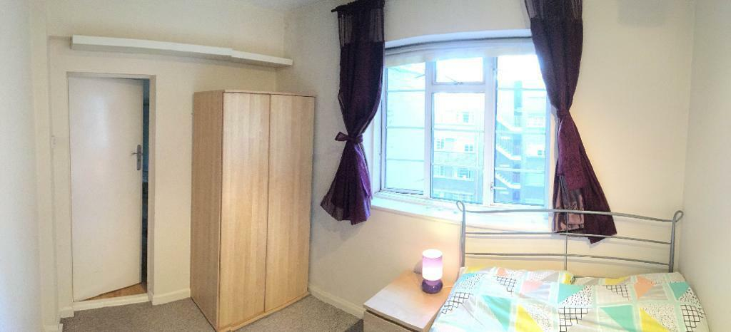 GREAT LOCATION, DOUBLE BEDROOM IN SPECIOUS 2 BED FLAT, SECONDS FROM WEST KENSINGTON STATION