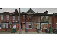 2-bedroom flat available for rent in Reginald St. in a walking distance from Sainsbury's & the Mall