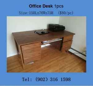 Sturdy desk in excellent condition