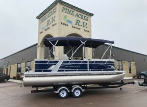 2019 STARCRAFT EX22C TRITOON WITH 90HP AND TANDEM AXLE TRAILER