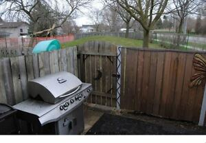 3 BEDROOM END UNIT TOWNHOUSE BACKING ONTO PRIVATE GREEN SPACE! London Ontario image 6