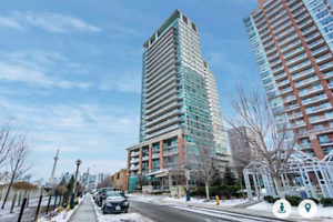 Newly Renovated! Right In The Heart Of Liberty Village Just Step