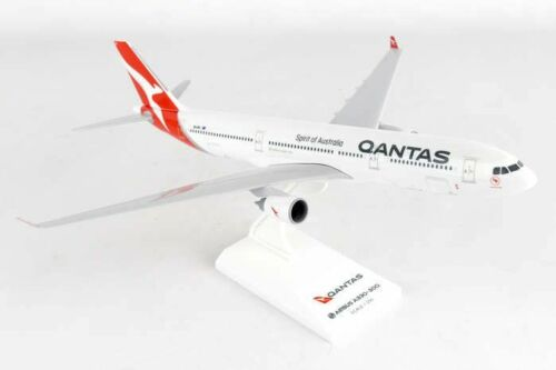 SKYMARKS (SKR928) QANTAS AIRLINES A330-300 1:200 SCALE PLASTIC SNAPFIT MODEL