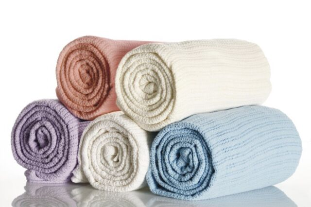 100% Cotton Single Bed Cellular Blanket in White 180cm x 228cm