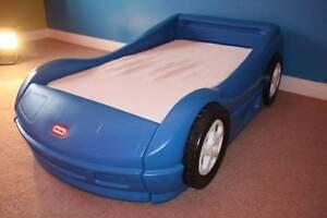 Lits voitures pour enfant (Terrebonne)