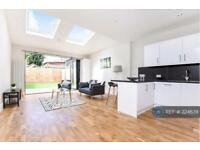 3 bedroom flat in Mitcham Lane, Mitcham, SW16 (3 bed)