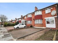 A refurbished modern 3 or 4 bedrooms flat with garden and private garage in Acton