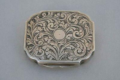 Dekorative silberne Puderdose, um 1900, Silber 800