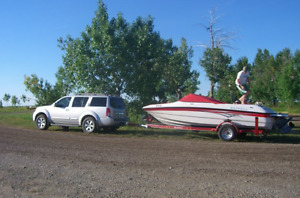 18.5 ft Reinell Boat Model 185 LS, tow rope and 3 person tube.