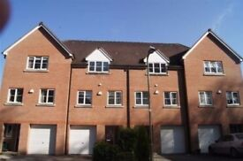 3 Bedroom Town House Great Location short walk to sought after School and local amenities - Chineham