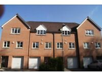 3 bedroom terraced house to rent Pecche Placce, Chineham