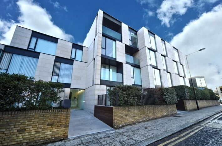 TWO DOUBLE BEDROOMS- EXCLUSIVE BLOCK- GROUND FLOOR- GARDEN- CLOSE TO TUBE