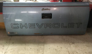 CHEVY TAILGATE