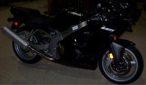 Kawasaki ZZR 600 + Jacket, Gloves and 2 Helmets - $6200 OBO
