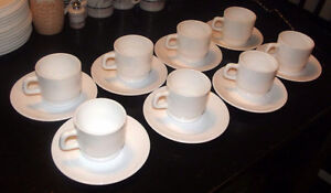 Set of Cups and Saucers - Arcopal France (16 pieces)