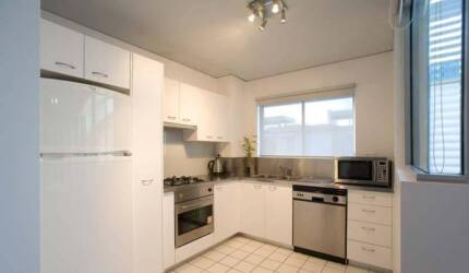 Room for Rent in Robertson St Apartment