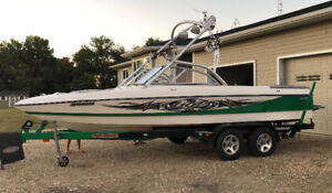 2007 TIGE Wakeboard and Surfing Boat