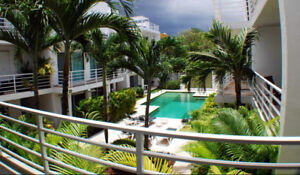 Pool, 2 KING Beds, Private Ensuites, 1100 sq ft Playa del Carmen