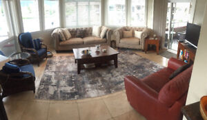 Downtown Kelowna Lakeside luxury condo for rent Sept-June
