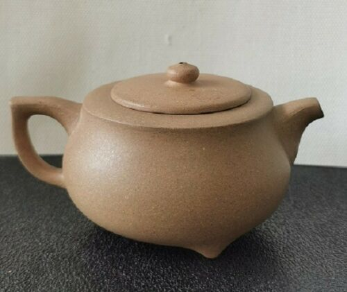Yixing zisha 段泥 handmade Chinese teapot signed on the bottom 陳志華制 100 cc