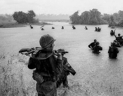 "U.S. Soldiers crossing river 8""x 10"" Vietnam War Photo Picture #14"