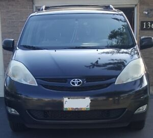 2010 TOYOTA SIENNA LE  SOLD
