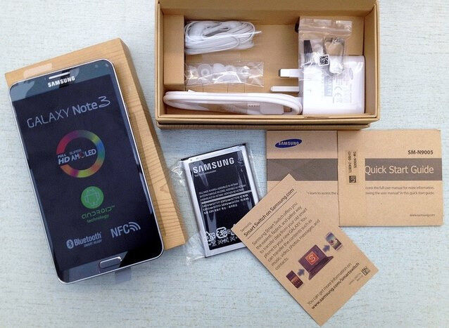 Samsung Galaxy Note 3 Black in a Box with all the Accessories - SIM FREE UNLOCKED To All Networks