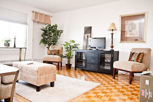 2 BR in Laval- pool, jacuzzi & sauna