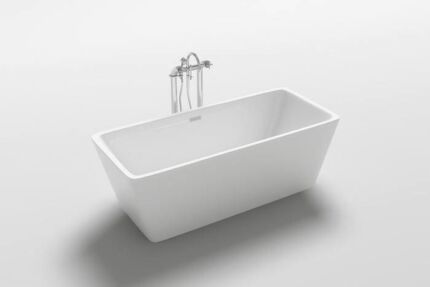 BRAND NEW 1700mm Freestanding Bath