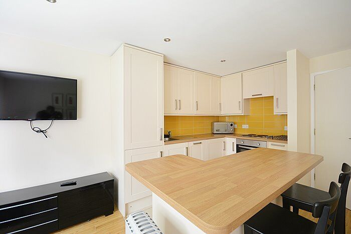 Newly Renovated - 1 Bedroom Apartment - Walking Distance to London Bridge Station - AVAILABLE NOW!