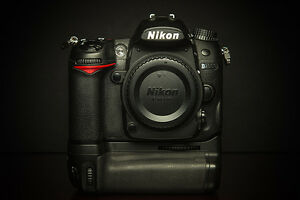 PRICE REDUCED! NIKON d7000 with Nikon grip in original BOX