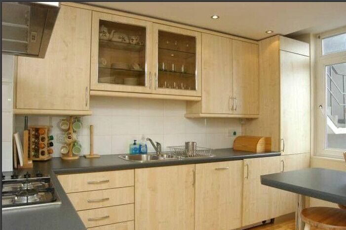 1 bed with a huge lounge ideal for sharers/couples/companies in Stepney Green/Whitechapel!