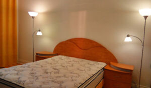 Chambre a coucher comme neuf / Bedroom Set - like new