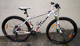 "TREK SUPERFLY AL ELITE 29ER MOUNTAIN BIKE,17. 5""FRAME,£1600 NEW!A1 CON"