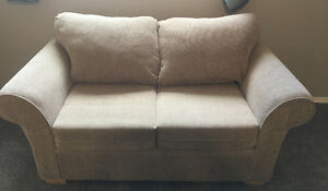 Cozy Love Seat in Great Condition
