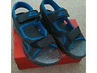 Boys sandals size 6