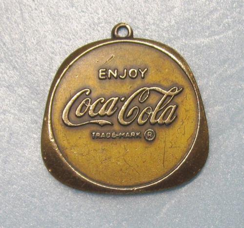vintage coca cola key chain ebay. Black Bedroom Furniture Sets. Home Design Ideas
