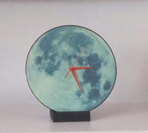 Horloge murale ou sur pieds. Claire de lune