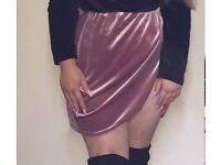 Pink velvet slit skirt