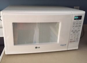 LG - 1.2 Cu. Ft. Orbit Round Cavity Microwave - 1200W