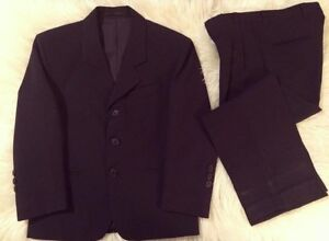 2-piece black suit • Size 8