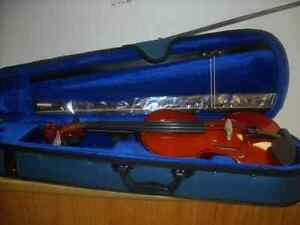 MENZEL 4/4 VIOLIN BRAND NEW WITH BOW AND CASE