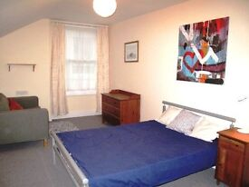 Large double room in Superb flatshare near Town Centre