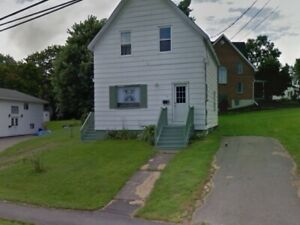 5 Bedroom House in Antigonish, 9 Mth Lease, 6 Min Walk to Campus