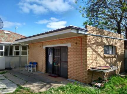 cheap granny flat available in St Marys $200(s)/$250(c)bill inclu St Marys Mitcham Area Preview