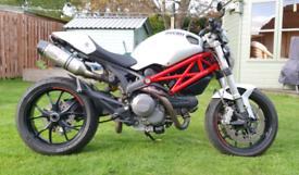 Ducati Monster M796 800cc - 2012 White/Red.