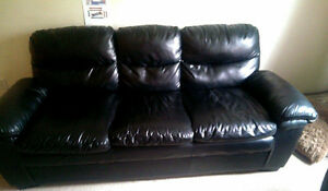 BLACK LEATHER COUCH AND LOVESEAT FOR SALE